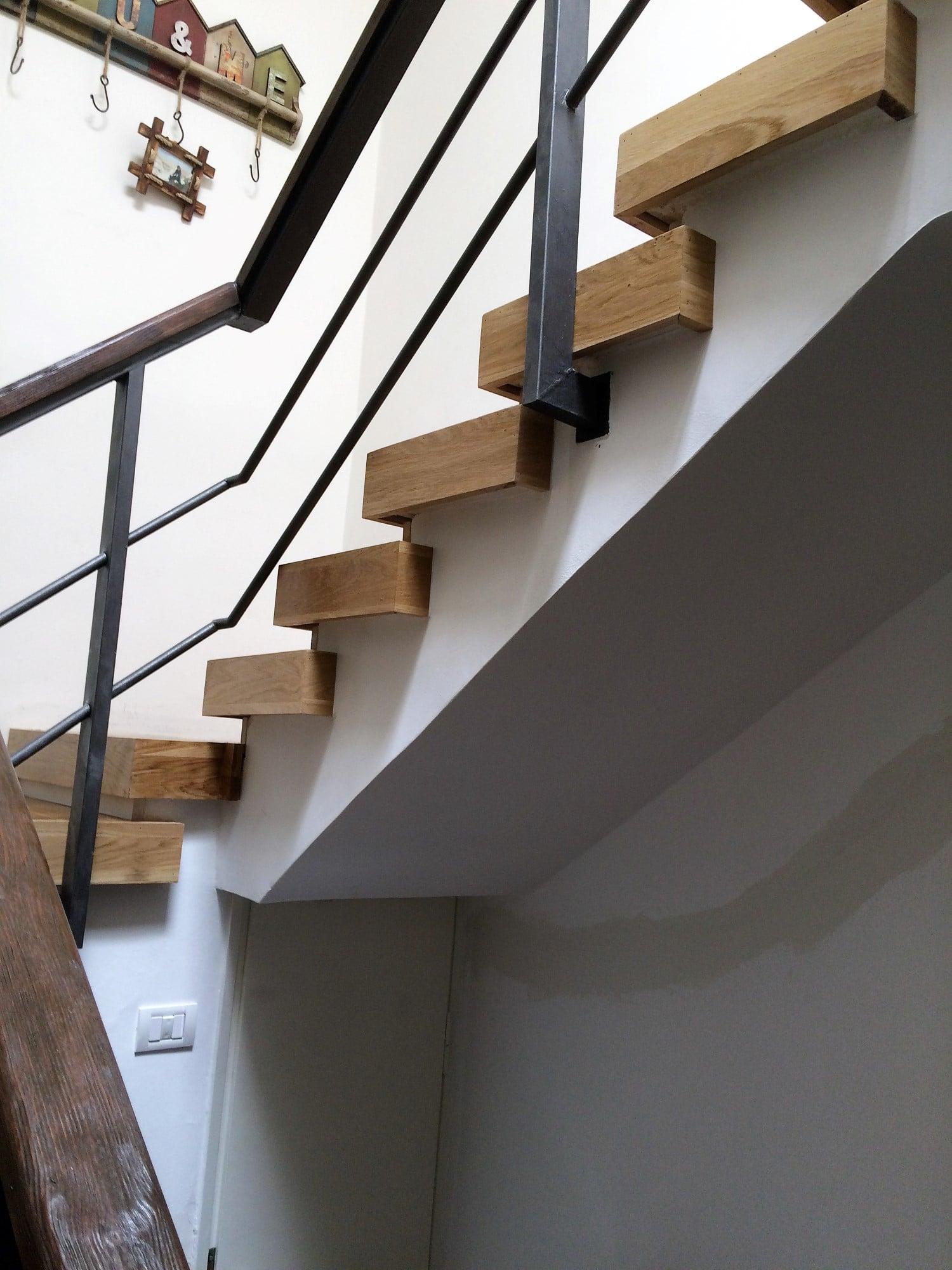 מדרגות קופסא מעץ אלון