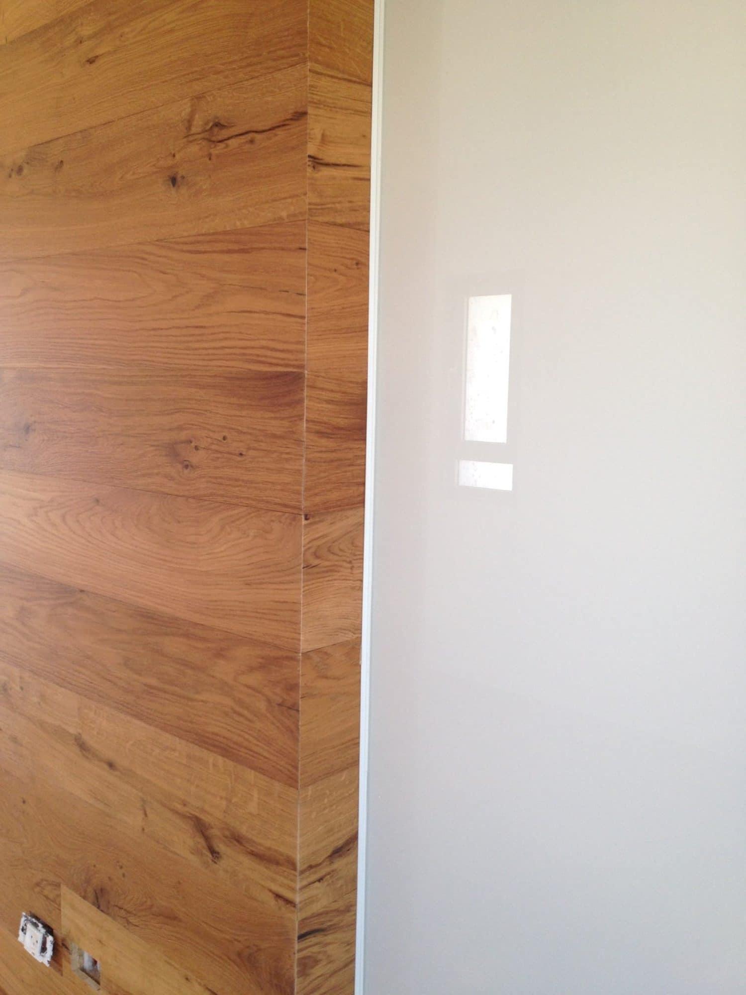 חיפוי קיר מעץ אלון
